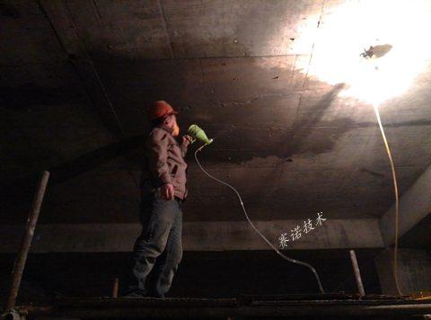 苏州地下车库顶板侧墙大面积裂纹漏水