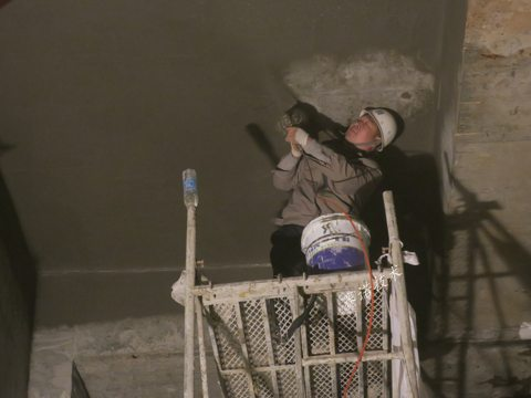 青岛万达公馆地下车库顶板裂纹注浆后漏水